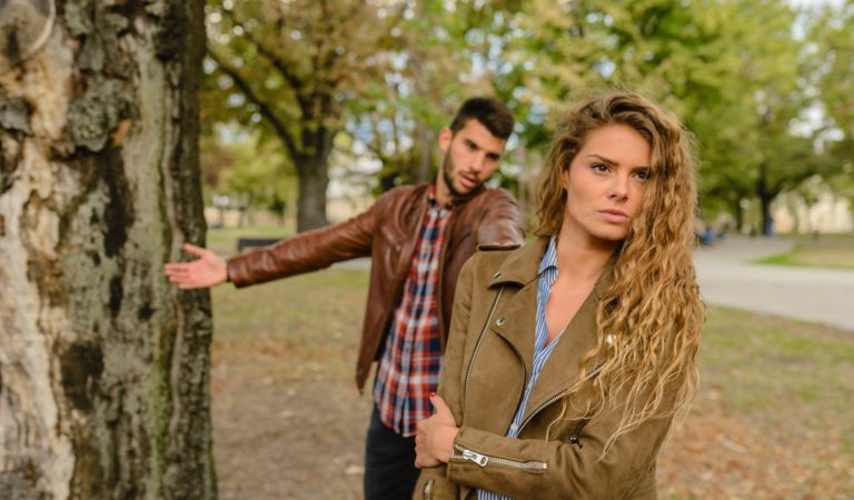 Bahaya Cowok Posesif dan Kelebihan Cowok Protektif Sebagai Pacar Atau Pasangan